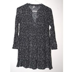 Old Navy gray and white floral tunic